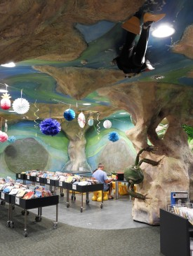 Cave-themed children's area inspired by the ponds of the area