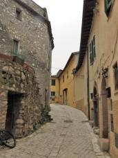 narow streets of Roviano